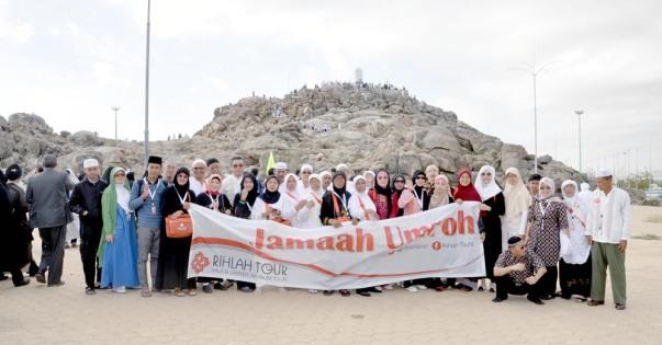 Berfoto bersama di Jabal Rahmah