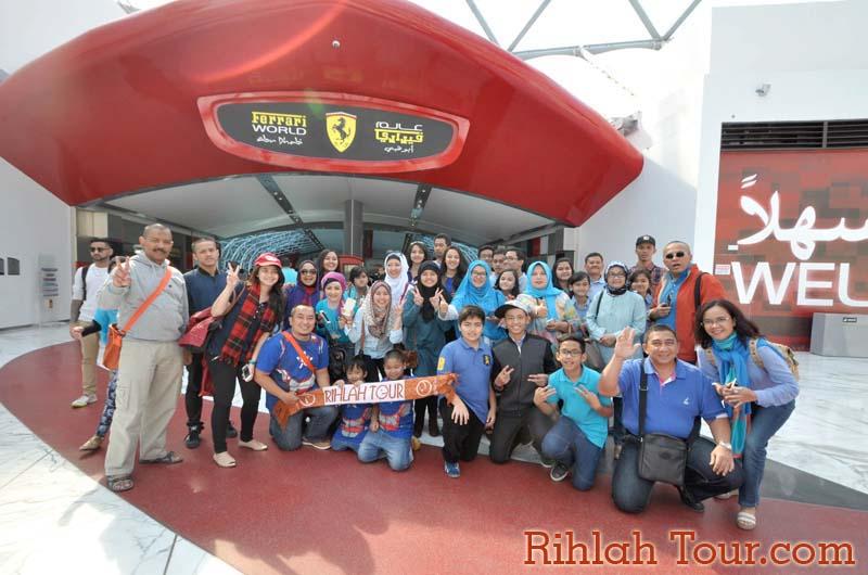 Berfoto Bersama sebelum masuk Resort Ferari World
