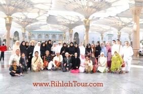 Berfoto Bersama sebelum Ziarah Raudhah