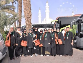 Masjid Baqi latar blkg Rihlah Tour
